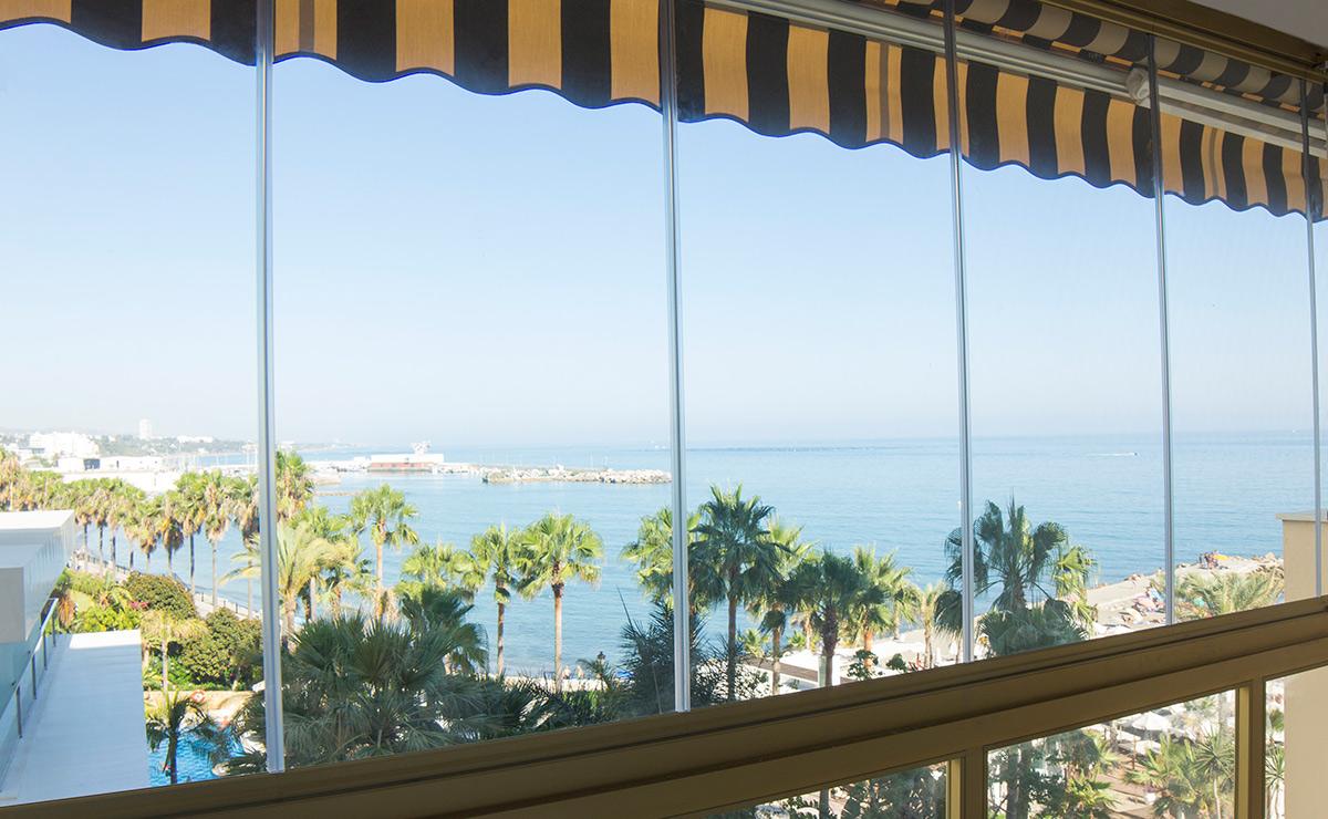 Todocristal frameless glazing system
