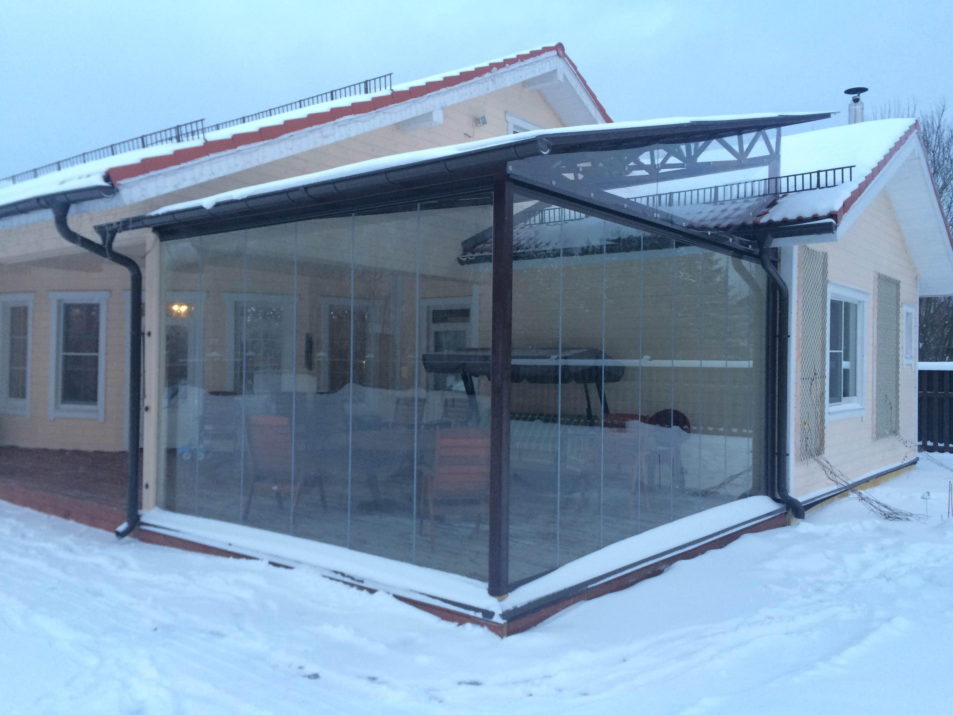 Cortinas de cristal en porche de Moscú