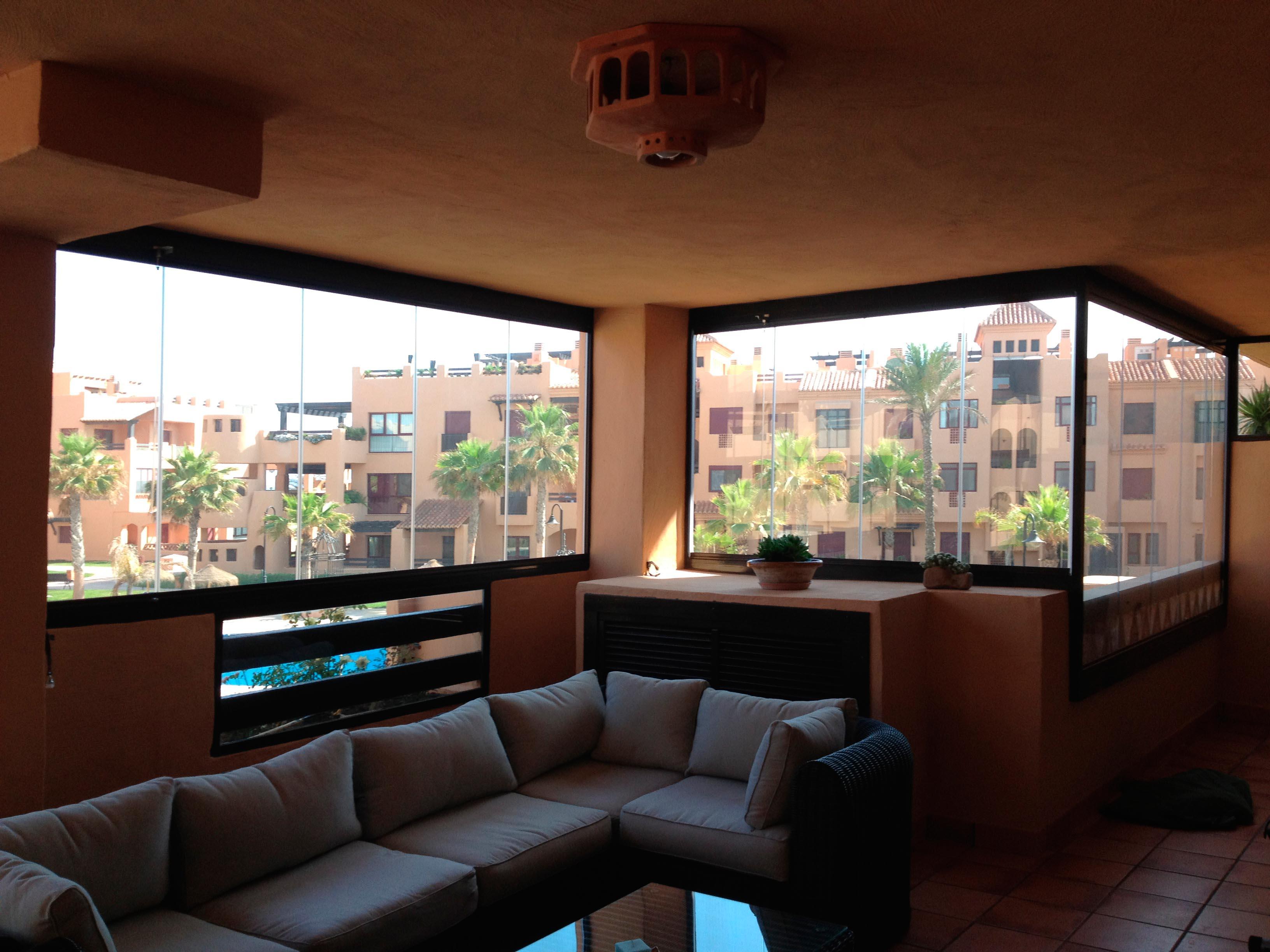 Cerramiento de cristal porche y ventana Almería