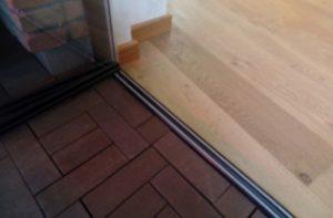 chiusura vetratata con incasso nel pavimento