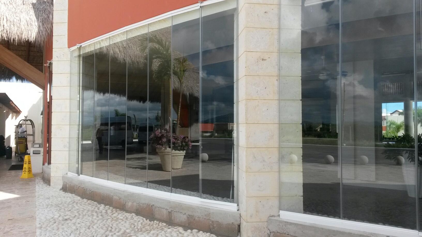 Cerramiento de cristal hotel Santo Domingo