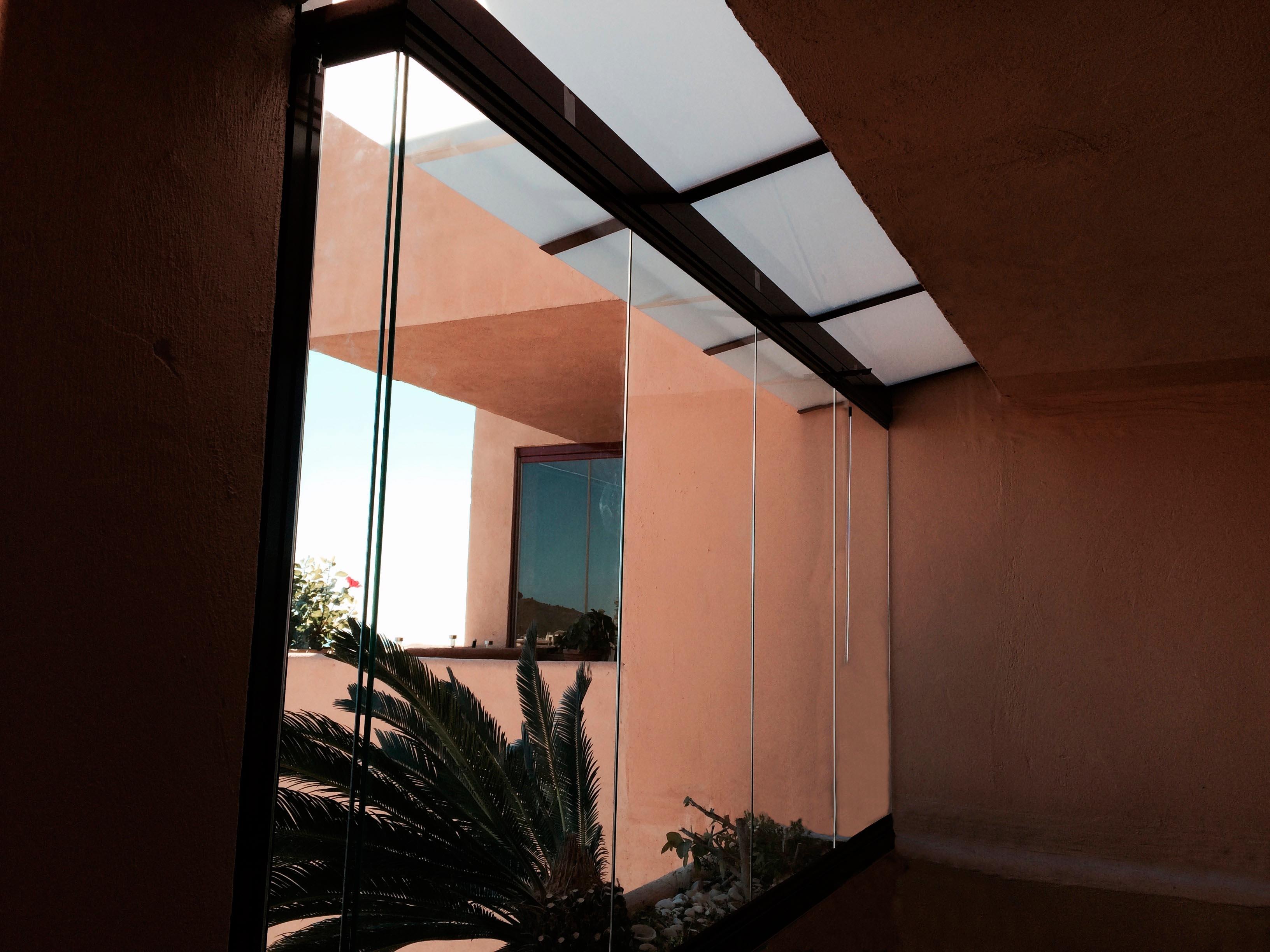 Cortina de cristal para terraza en calahonda todocristal - Cortina para terraza ...