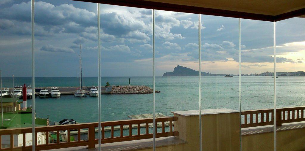 Cortina de cristal para terraza en calpe todocristal for Cortina cristal terraza