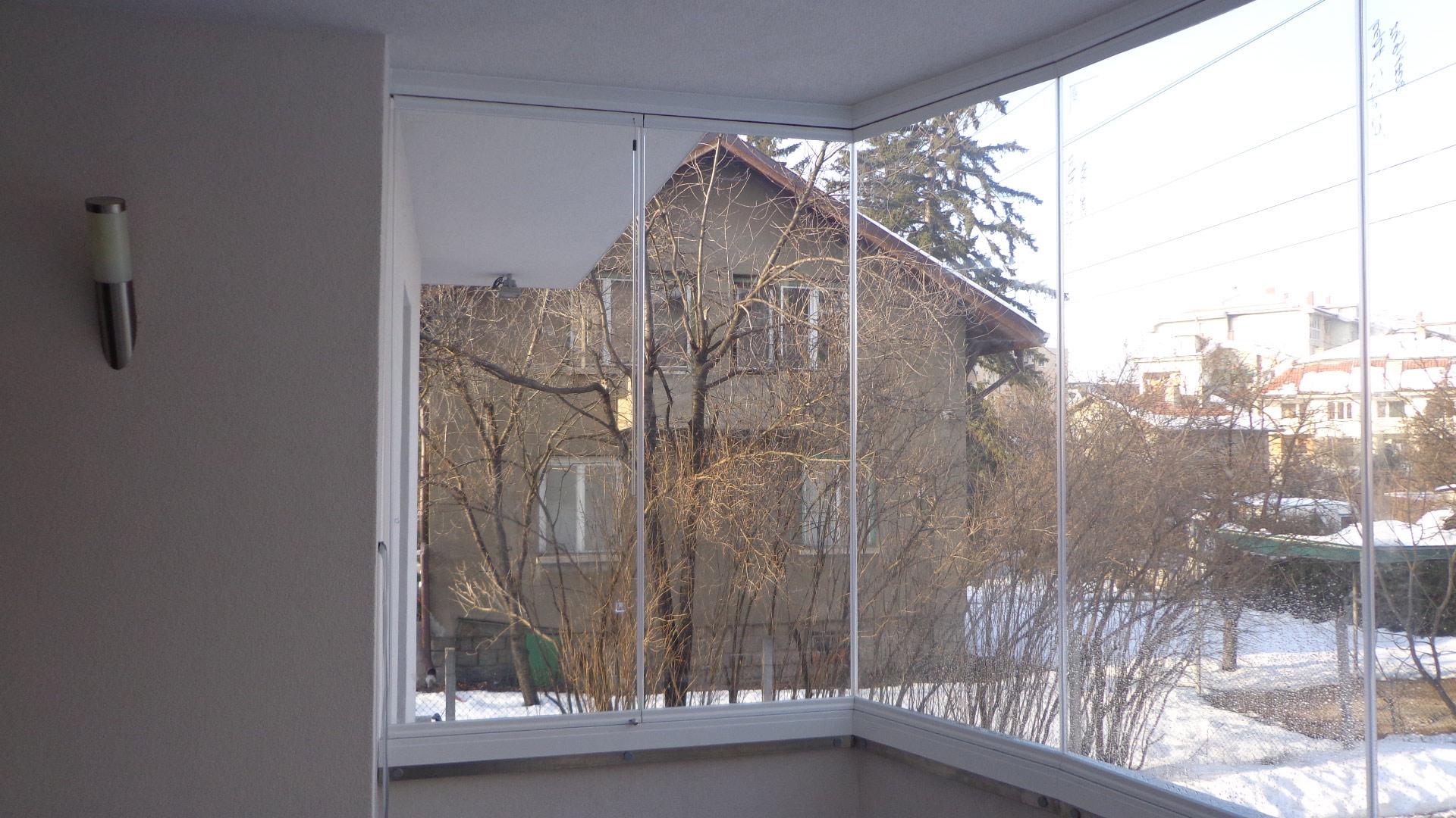 vista interior acabado de instalación cerramiento de cristal bulgaria