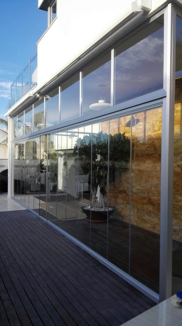 cortina de cristal en porche de Murcia