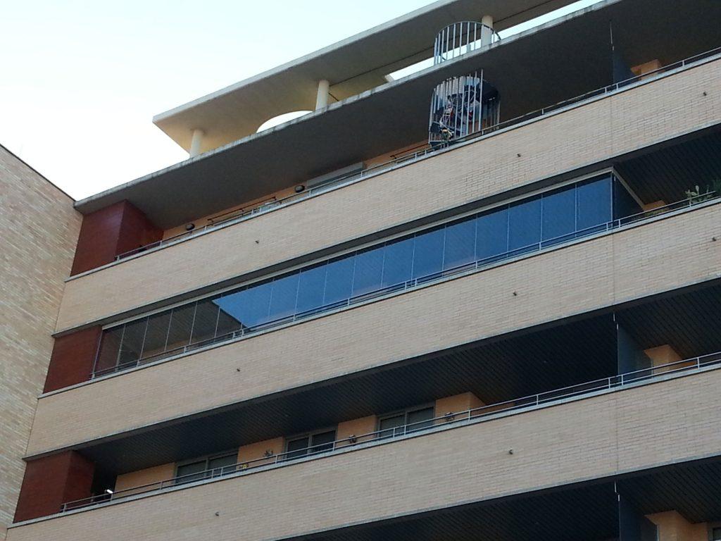 Cerramientos de cristal en terraza de zaragoza todocristal for Cerramiento terraza cristal precio