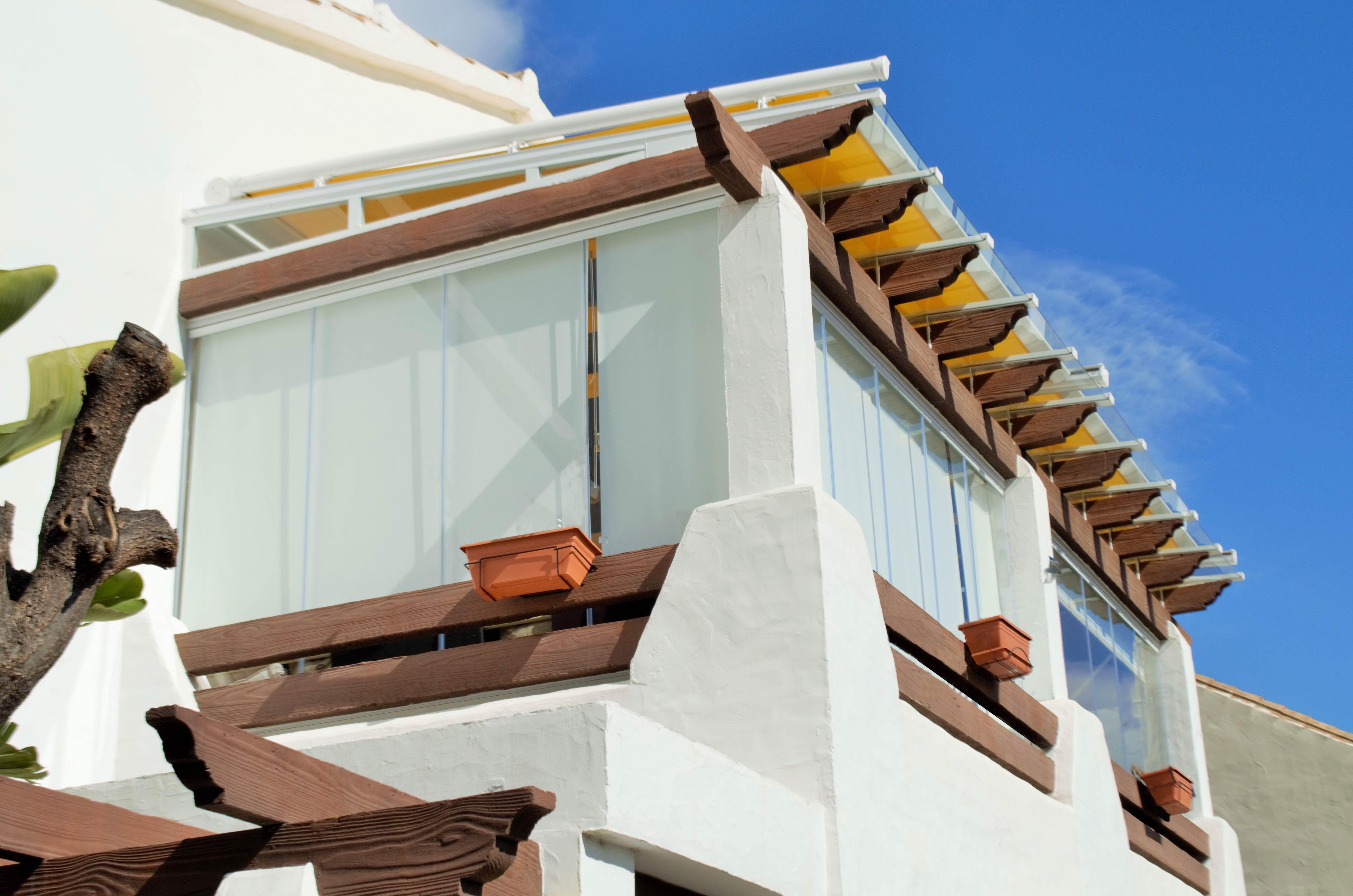 cortinas de cristal para terraza y estores de marbella